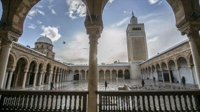 رفع قضية إستعجالية لإلغاء قرار غلق المساجد