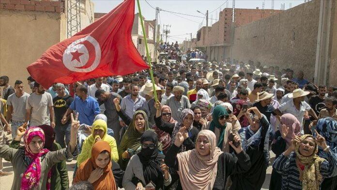 تزايد الإحتجاجات في الولايات التونسية وتحميل المسؤولية للحكومة