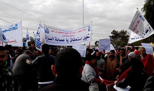 أصحاب الشهائد المعطلين يهدّدون بالإنتحار أمام قصر الحكومة