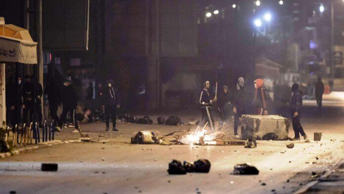 الإحتجاجات الليلية