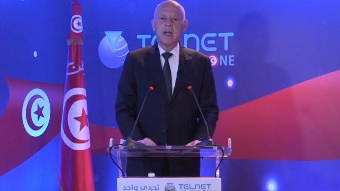 قيس سعيد خلال مواكبته لفعالياتإطلاق أول قمر صناعي تونسي