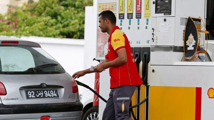 تونس ترفع أسعار البنزين للمرة الثانية في شهر لتقليص عجز الموازنة