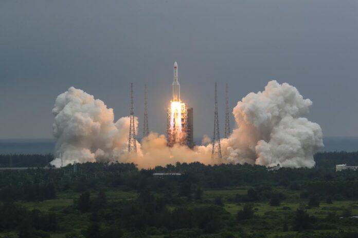 إطلاق الوحدة الأساسية للمحطة الفضائية في الصين