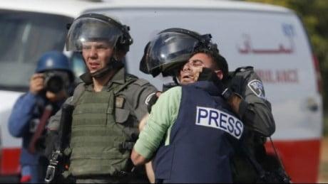 مناصرون فلسطين يتجاوزون الحواجز