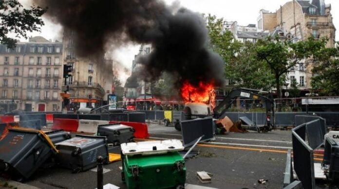 تظاهر 19 الف مواطن في فرنسا اثر قرارات أعلنها الرئيس ايمانويل ماكرون في بداية الأسبوع