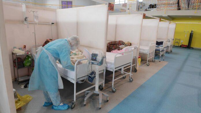 مستشفيات تونس تكافح ضد كوفيد-19