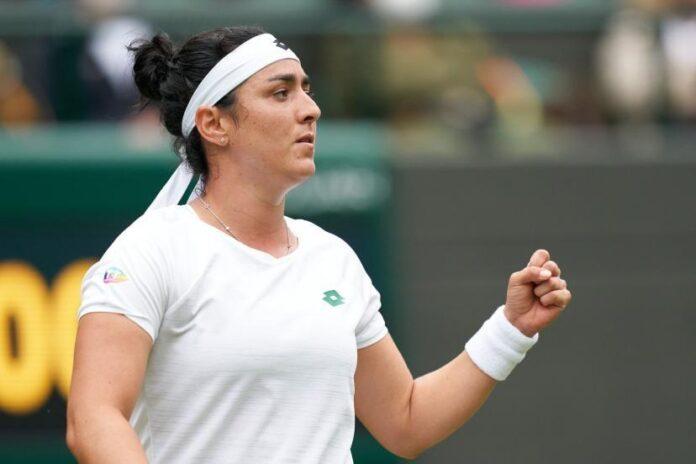 la joueuse de tennis Ons Jabeur met sa semelle aux enchères