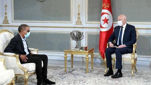 الرئيس قيس سعيد يستقبل المواطن حاتم الحفصوني