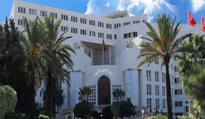 وفي الجزائر ، أكد عمار بلاني ، المبعوث الخاص لوزارة الخارجية الجزائرية ، أن تشديد السلطات الفرنسية لإجراءات التأشيرات للجزائريين أمر غير لائق ومؤسف.