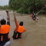 Philippines-De fortes pluies sont tombées lundi sur des zones entières de l'île la plus peuplée de l'archipel de Luçon, avant qu'une tempête tropicale, appelée Compasso, ne se déchaîne dans la mer de Chine méridionale.