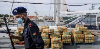 """Portugal-Le directeur de la police judiciaire portugaise, a déclaré que cette saisie de 183 paquets de cocaïne, exposés à la base militaire de la marine portugaise située dans la banlieue sud de Lisbonne, représente « la plus importante confiscation de drogue effectuée au Portugal au cours des quinze dernières ans"""", Luis Neves."""