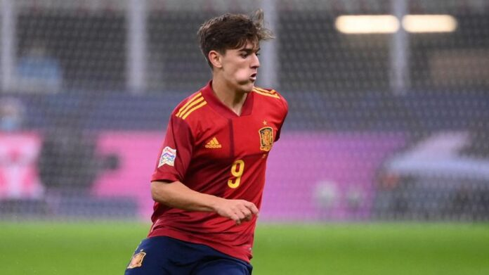 Gavi-Gavi est dans le onze de départ pour La Roja, avec le capitaine Sergio Busquets et Cook au milieu, et est contacté par l'UEFA une heure avant le coup d'envoi (20h45, 18h45 GMT).