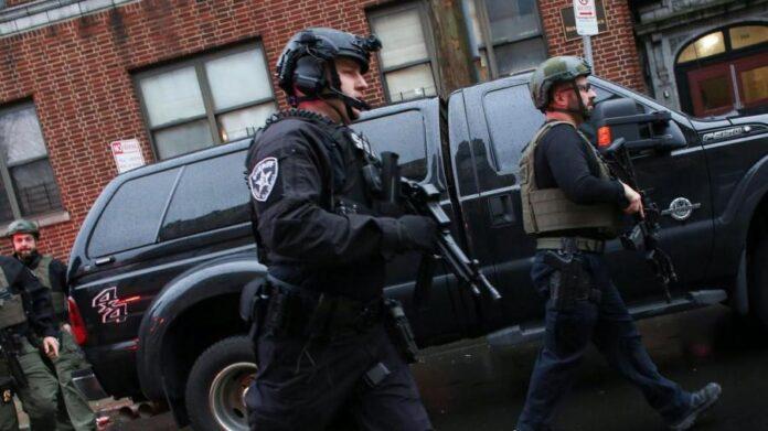 Texas-Des images, diffusées à la télévision, montraient une forte présence policière autour de l'établissement qui accueille un peu moins de 2 000 étudiants dans cette ville située entre Dallas et Fort Worth, dans le nord de l'État.